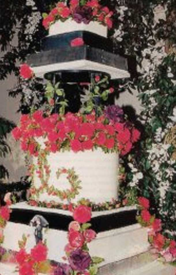 Liza Minnelli And David Gest Red Accent Wedding Cake Top Luxurious List
