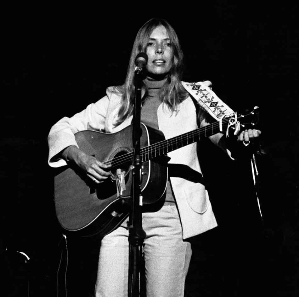Top 5 Essential Folk Music Singer Songwriters