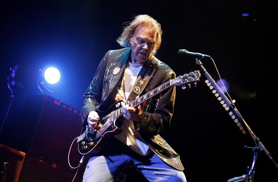 Top Five Most Famous Folk Rock Artists in the World