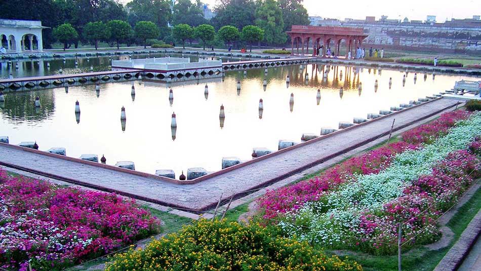 List of Top Ten Most Luxurious Gardens Around the World