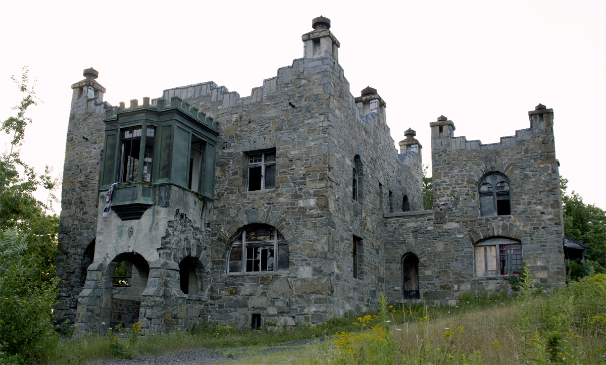 TOP 10 MOST EXPENSIVE HAUNTED HOUSES IN THE WORLD