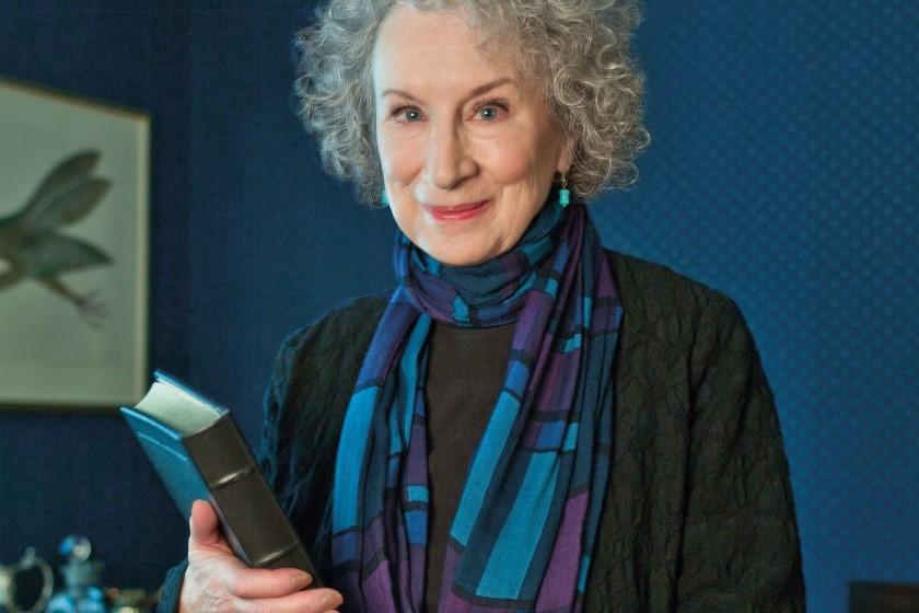 Top Best Female Novelists